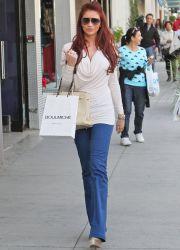С чем <u>джинсами</u> носить синие джинсы