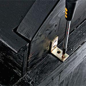 Как отреставрировать старый шкаф10