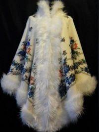 Пончо из павлопосадских платков с мехом3
