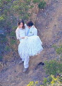 на свадьбе Йен носил невесту на руках