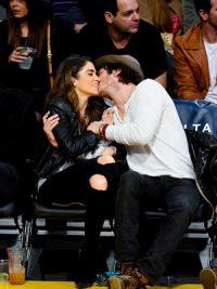 Никки Рид и Йен Сомерхолдер целуются