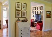 Вышитые картины в интерьере квартиры3