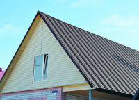 Чем лучше покрыть крышу дома