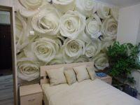 3. Фотообои белые розы в интерьере