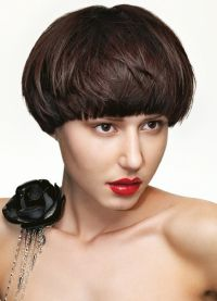 короткие стрижки на тонкие волосы для объема 5