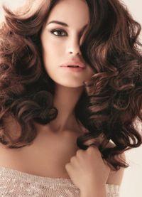 Легкие локоны на средние волосы