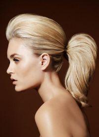 Хвост на средние волосы