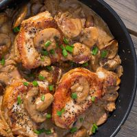Рецепт свинины с грибами в сливочном соусе