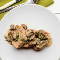 Свинина в сливочном соусе с грибами