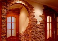 Отделка стен в прихожей декоративным камнем -3