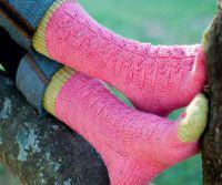 Вязаные спицами носки с узором 4