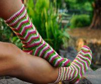 Вязаные спицами носки с узором 9