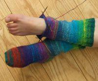 Вязаные спицами носки с <u>узорами</u> узором