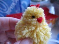 Сделаем заготовки для туловища и головы цыпленка.  Для этого... остатки пряжи желтого цвета средней толщины.
