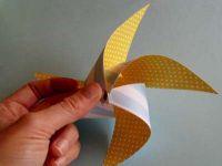 как сделать из двусторонней бумаги вертушку 51