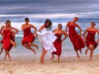 красное платье для подружки невесты 7