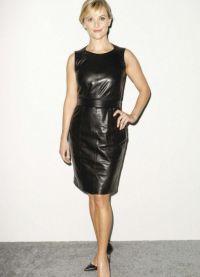 с чем носить черное платье без рукавов 3