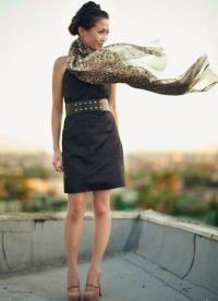 с чем носить черное платье без рукавов 5