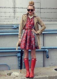 С чем носить красные сапоги 9