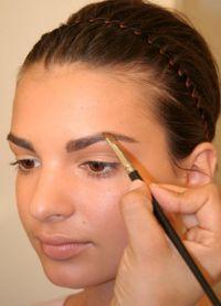 Как правильно сделать макияж бровей