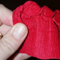 Розы из гофрированной бумаги9