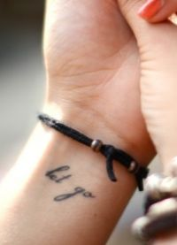красивое тату на руке надпись 3