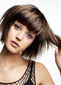 Лесенка на коротких волосах