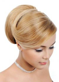 прическа с валиком для волос 4