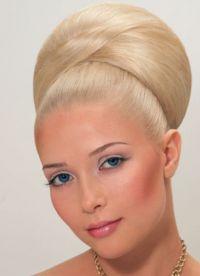 прическа с валиком для волос 8