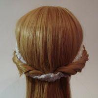 прически с лентой в волосах8