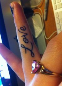 женские тату на пальцах рук 4