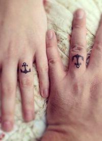 женские тату на пальцах рук 7