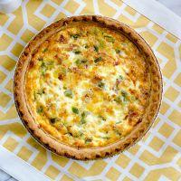 Швидкий пиріг з яйцем і зеленою цибулею