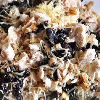 Салат с курицей и черносливом и огурцом и грибами