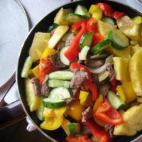 салат с говядиной и ананасами