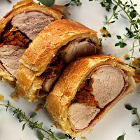 запеченная свинина с луком в тесте
