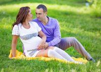 Позы для фотосессии беременных 7