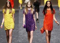 С чем носить кружевные платья 5