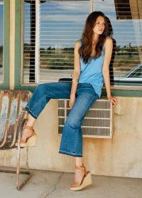 С чем носить синие джинсы 5