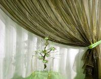 шторы оливкового цвета в интерьере3