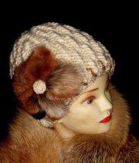 Как украсить вязаную шапку12