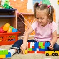 Вопрос о постановке в очередь в детский сад занимает многих родителей.