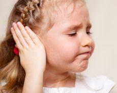 Болит ухо у ребенка