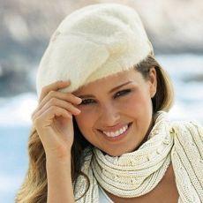 Продолжая ретро-тенденции, зимние береты венчают самые модные головы...