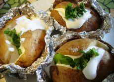 Печена картопля в духовці у фользі