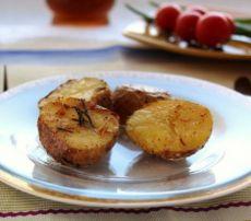 Печена картопля в духовці в мундирі