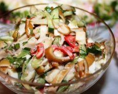 Салат с кальмарами копчеными