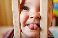 ребенок язык показывает фото