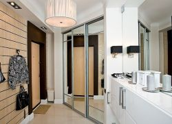 Почему нельзя вешать зеркало напротив двери