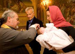 Когда крестить ребенка после рождения